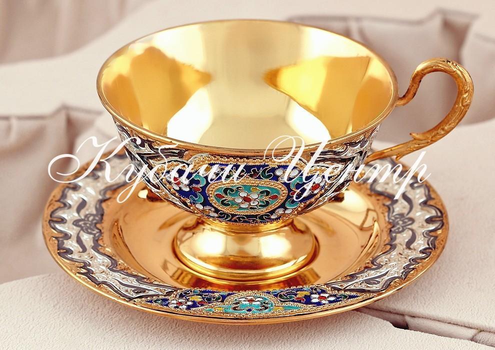 Серебряные чашки и блюдца
